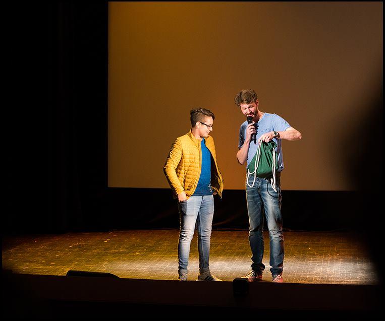 """AnTo empfängt den Publikumspreis bei der Preisverleihung """"90sek Wedding"""" am 24.09.2016"""